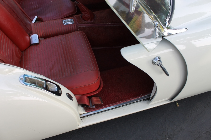 What a profile! Darrin was a genius! The doors slide forward into the fender . & 1954 Kaiser-Darrin | The Vault Classic Cars